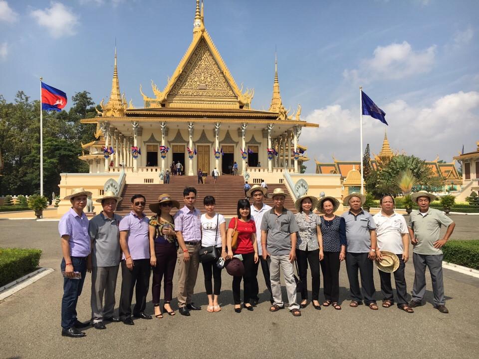 Đoàn tham quan du lịch tại Campuchia